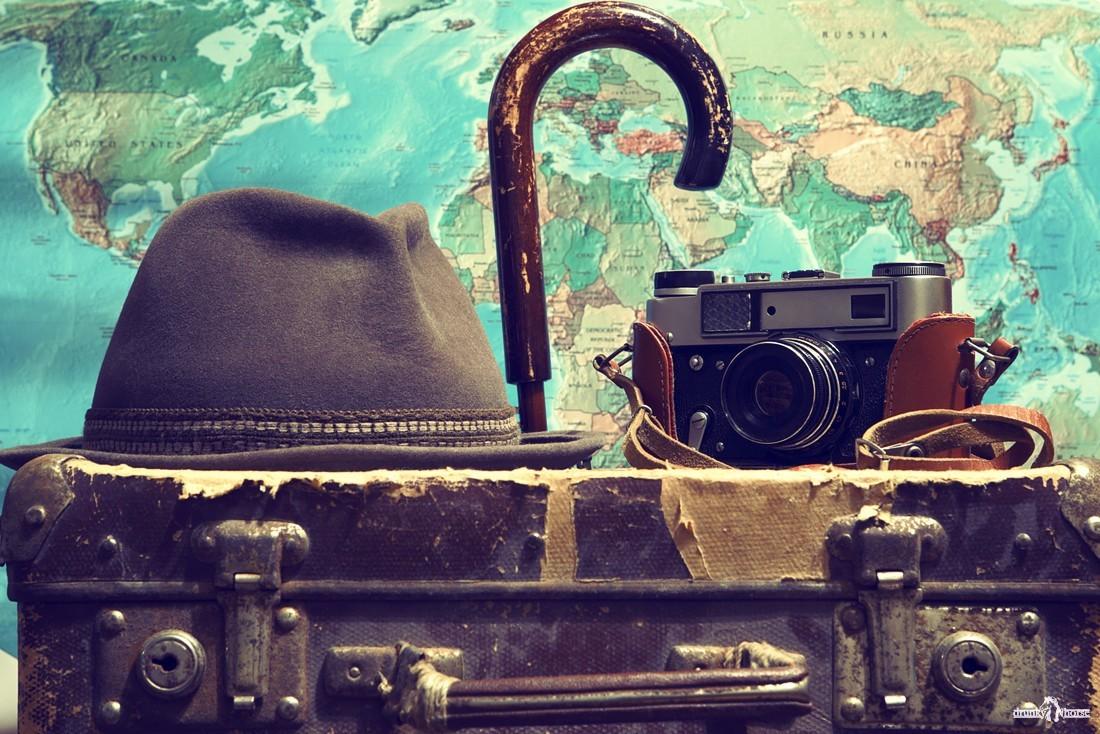 Путешествие на Баскунчак и в Узбекистан.чемодан,фотоаппарат.географическая карта,зонт