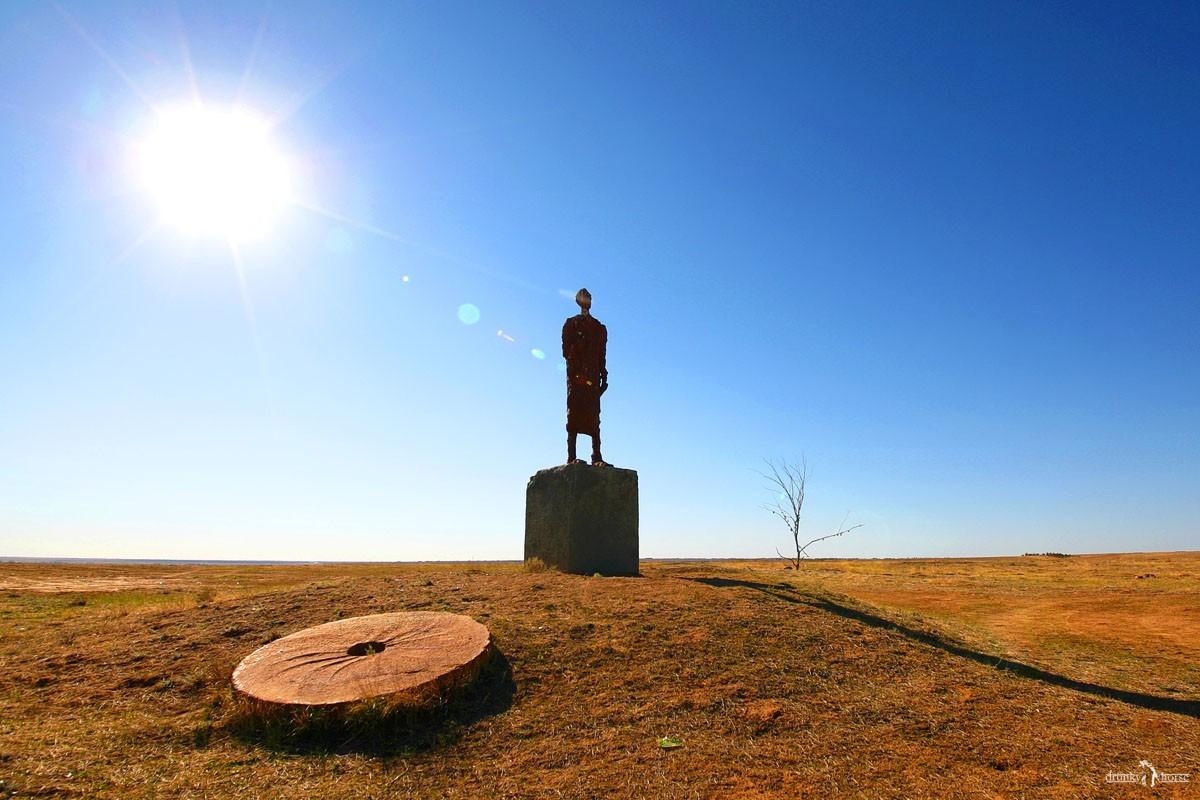 Памятник Велемиру Хлебникову. Калмыкия
