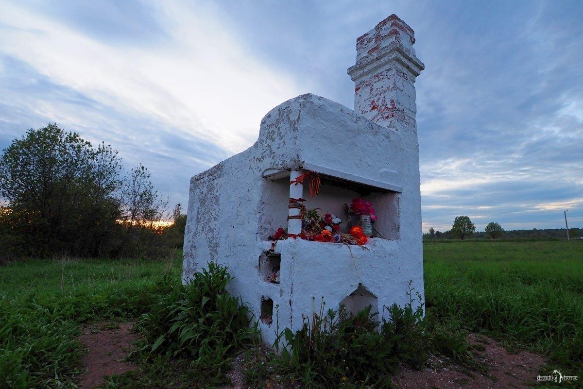 Печь сожжённого немцами дома в д. Большое Заречье